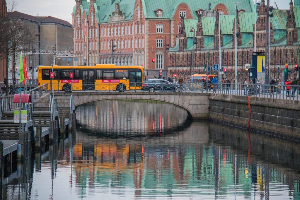 抗暖化不遺餘力,丹麥 2030 年將禁售汽柴油車