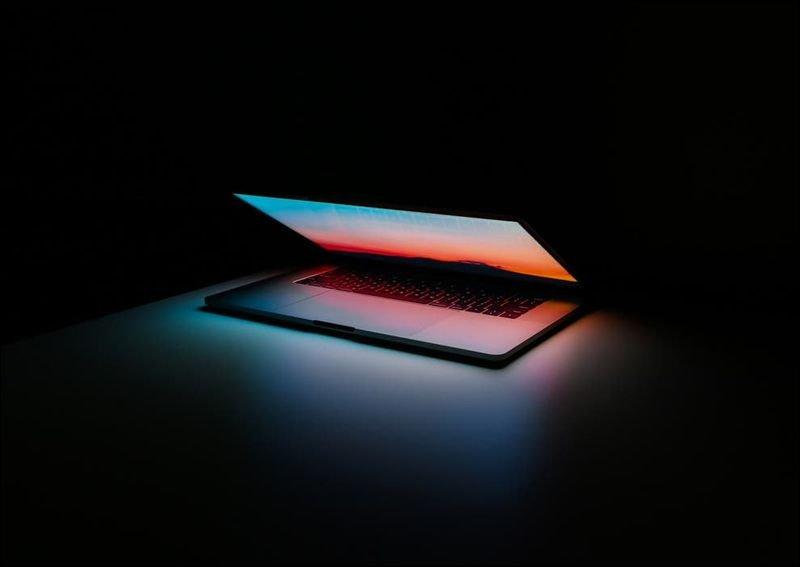 微軟黑科技幫你跟亡者聊天?新專利將能讓AI 學會已故親人的說話口氣與外貌_貨運